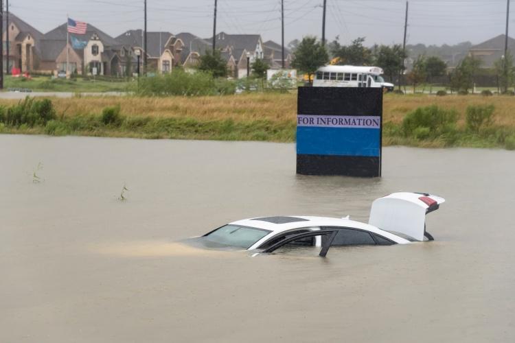 car underwater .jpg